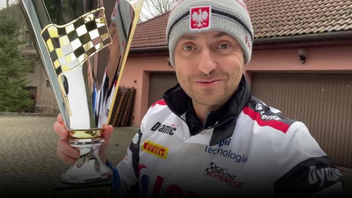 Puchar od Kajetanowicza za zwycięstwo w Wirtualnej Barbórce